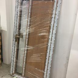Hliníkové vstupní dveře v exklusivním provedení dub winchester pro rodinný dům. / Aluminum entrance door in an exclusive wooden Oak Winchester design for a family house. in