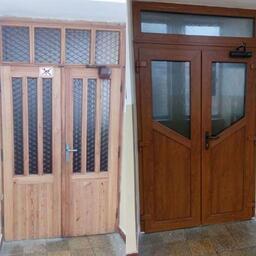 Výměna vchodových dveří. Stav před a po. Barva: zlatý dub. Trojsklo.