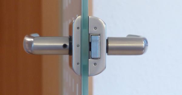 Jaké jsou normy pro objektové dveřní zámky?