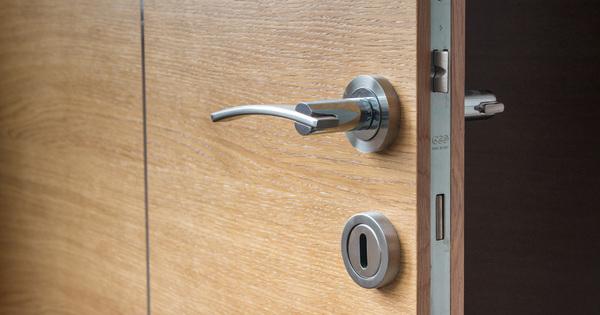 Montáž bezpečnostních dveří v deseti krocích