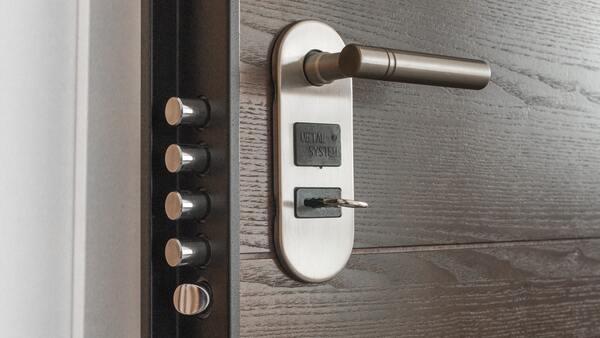 Ocelové bezpečnostní dveře