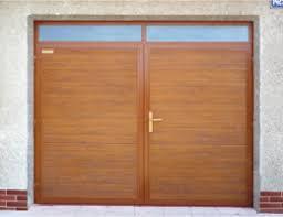 Dvokřídlá vrata a vedlejší dveře od firmy OKNA MACEK