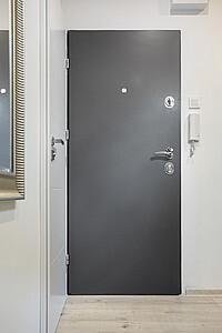 Polstrování kovových bezpečnostních dveří