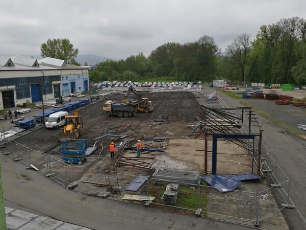 Výstavba nové haly v sídle firmy