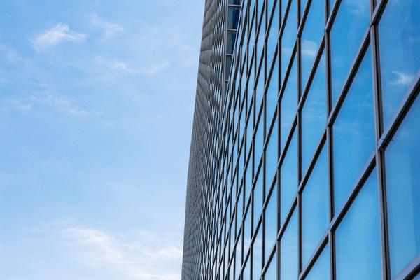 Materiál oken – plast vs dřevo vs hliník
