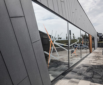 Prosklené hliníkové stěny a fasády od firmy RI OKNA