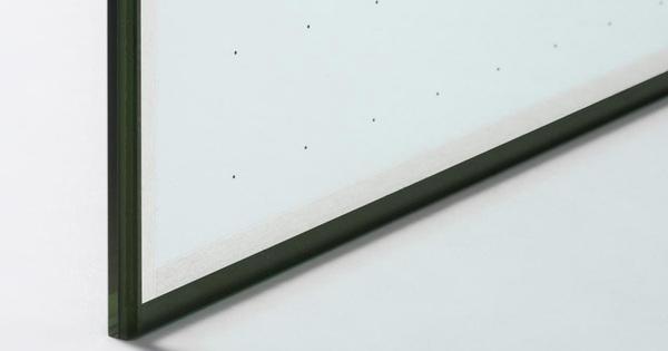 AGC Glass Europe investuje do vakuového zasklení nového typu s vynikajícími izolačními vlastnostmi