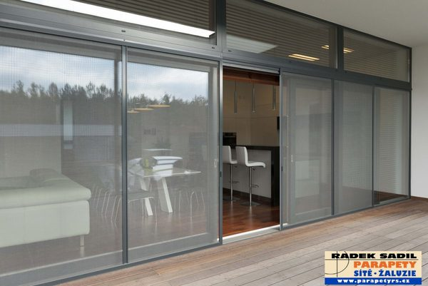 Posuvné okenní i dveřní sítě proti hmyzu - Parapety RADEK SADIL