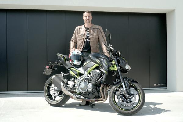 LOMAX navázal spolupráci s motocyklistou Matějem Smržem.